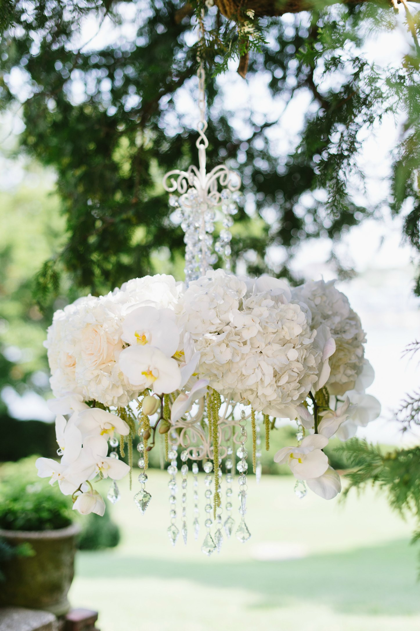 Luxe Shore Wedding | Dee Kay Events ǀ Downtown Annapolis, MD | Carroll House I Floral Arrangement